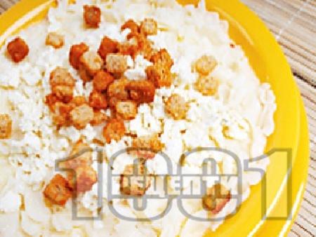 Юфка със сирене, мляко и крутони - снимка на рецептата